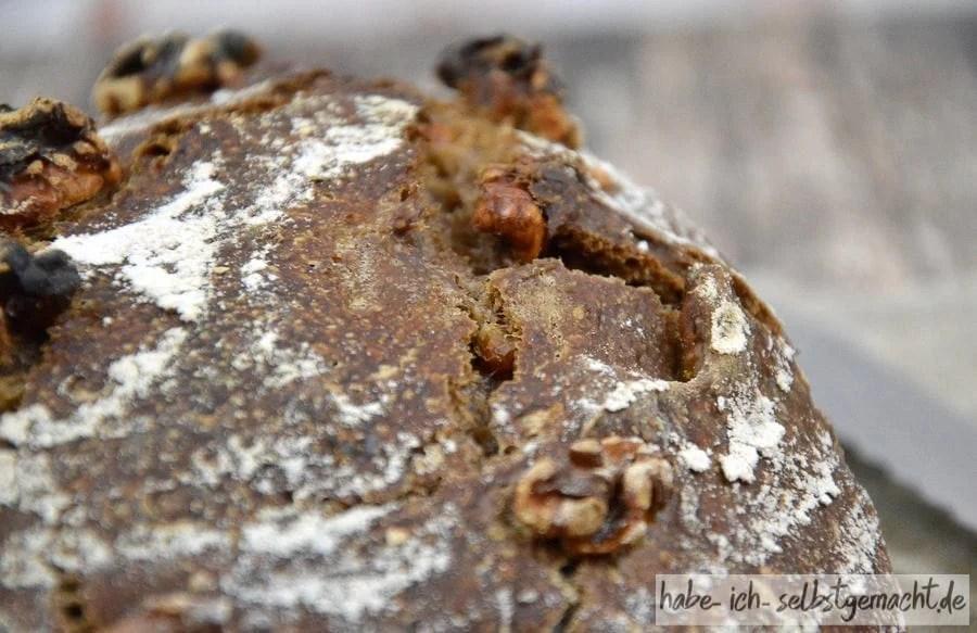 Weizen-Walnuss-Brot mit angerösteten Walnüssen