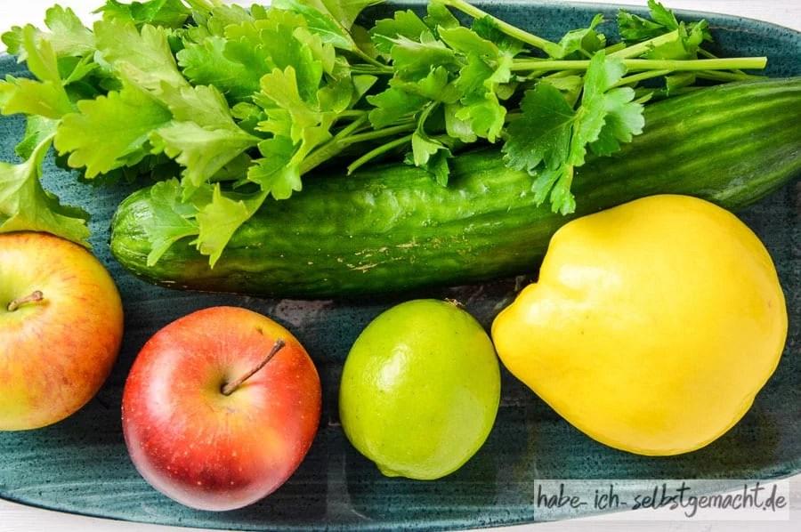 Zutaten für frisch gepresster Saft mit Quitte Gurke Apfel Limette Petersilie