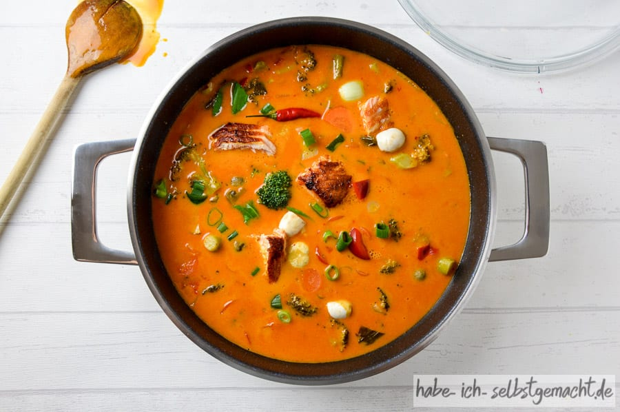 Test Rösle Topf Set - Rotes Thai Curry in der Servierpfanne