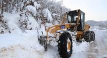 Büyükşehir ekipleri karla yoğun mücadelede