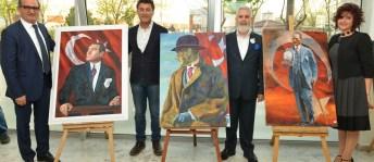 """Özay'dan """"Atatürk, kadın ve barış"""" temalı sergi"""