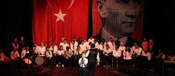 'Bizim Ev' katılımcılarından muhteşem konser