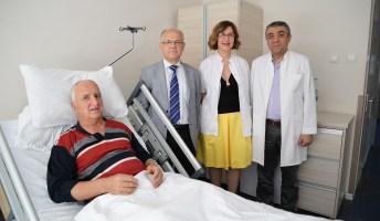 Parkinson hastasının beynine, hareketleri düzenleyen pil