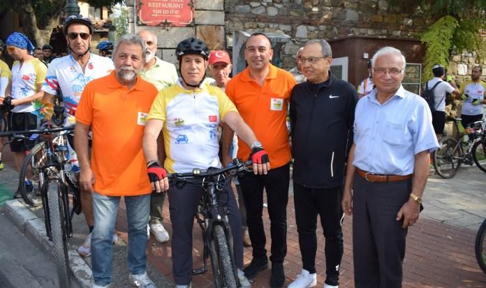 Bozbey'den şoförlere: Lütfen öncelikli olarak yayaya, bisikletliye, motosikletliye yol verin