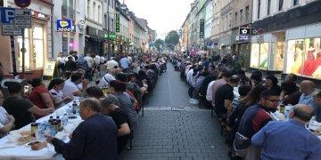"""Köln'ün Türk Caddesinde """"Teröre Karşı Birlik"""" İftarı"""