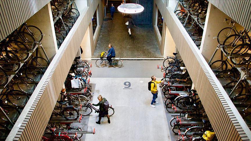 Dünyanın en büyük bisiklet parkı Hollanda'da