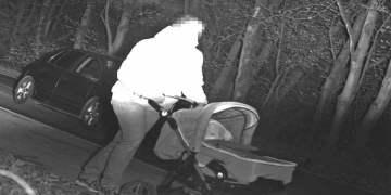 Bebek arabalı anne radara yakalandı