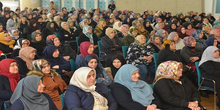 'Sanal Şiddetle Mücadele' seminerine kadınlardan yoğun ilgi