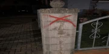 Türklerin oturduğu evin duvarına çarpı işareti çizildi