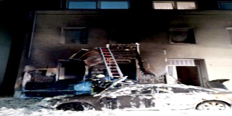 Bochum'da araç yangını Türk'ün evine sıçradı