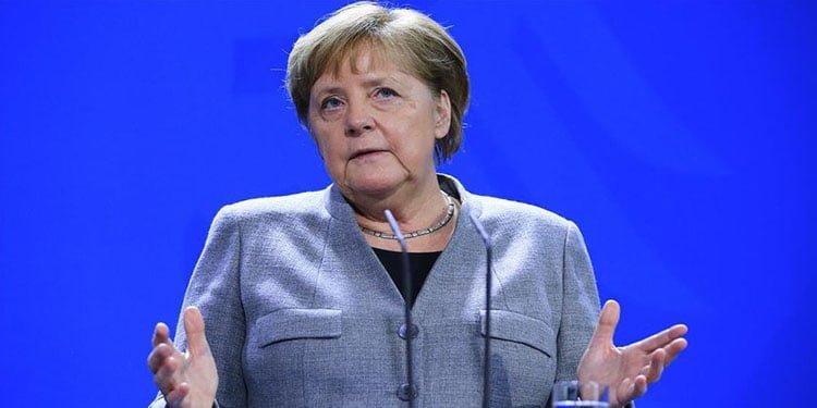 Merkel: Türk birliklerine yönelik acımasız saldırıyı kınıyorum