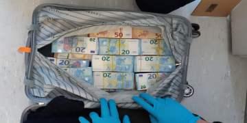 Türk'ün aracından bir valiz dolusu para çıktı