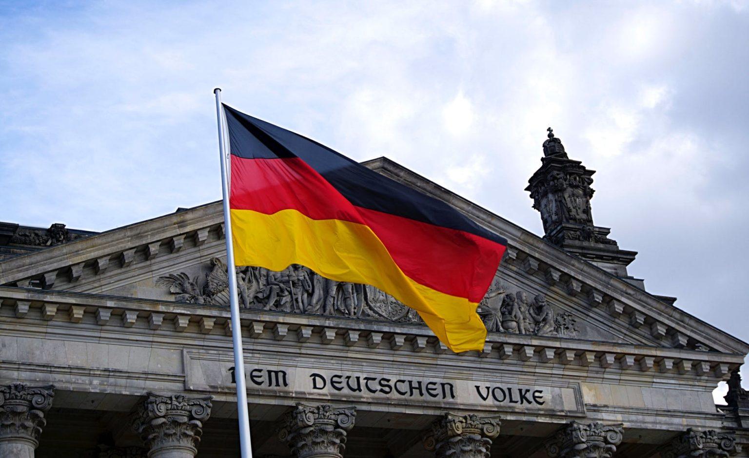 Almanya'da aşırı sağcı şüphelisiyle polis ve itfaiyeye yönelik operasyon