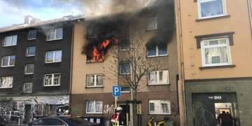 Dortmund'daki yangında alevler pencereden dışarı çıktı