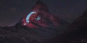 Alpler'de Ay Yıldız gururu