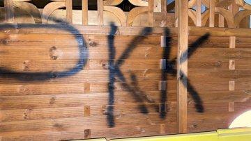 Terör örgütü yandaşlarından camiye provokasyon
