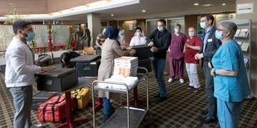DİTİB gençliğinden Roth Kliniği Kovid-19 Bölümü çalışanlarına moral ikramı