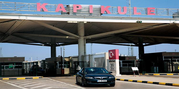 """Türkiye'ye girerken imzalatılan """"Onam Bilgi Formu"""" kaldırıldı"""
