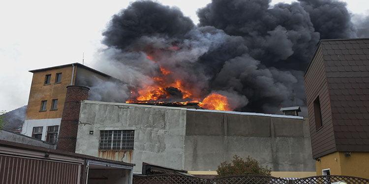 Dortmund'da bina yanarak kül oldu