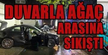 Duvarla araç arasında sıkışan kazada bir ölü