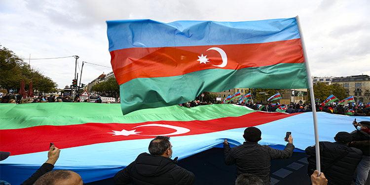 Berlin'de Azerbaycan'a destek gösterisi düzenlendi