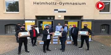 Genç Türk işadamından okula 30 bin maske (VİDEO)