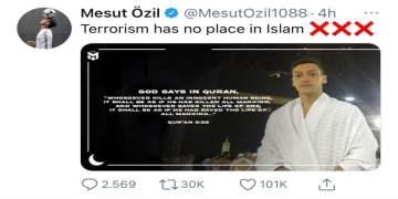 """Mesut Özil'den """"İslam'da teröre yer yok"""" mesajı"""