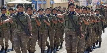 Hollanda kadınları askere alacak