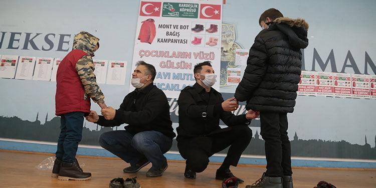 Gurbetçiler Erzurum'da 742 çocuğu giydirdi