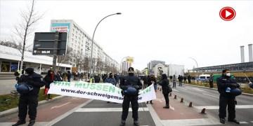 Almanya'da korona tedbirleri protesto edildi (VİDEO)