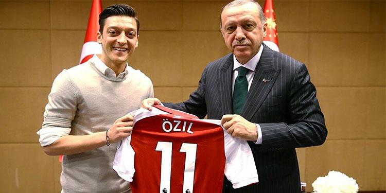 """Çavuşoğlu'dan Maas'a manidar """"Mesut Özil"""" göndermesi"""