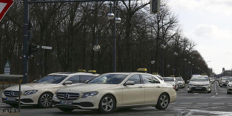 Taksicilerden yasa tasarısı protestosu