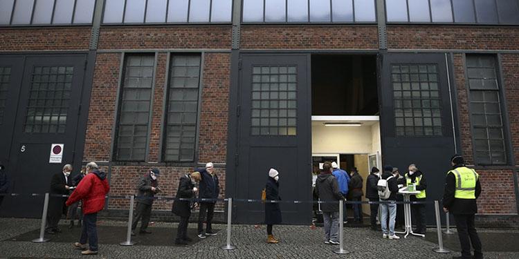 Almanya'da son 24 saatte 29 bin 426 Kovid-19 vakası görüldü