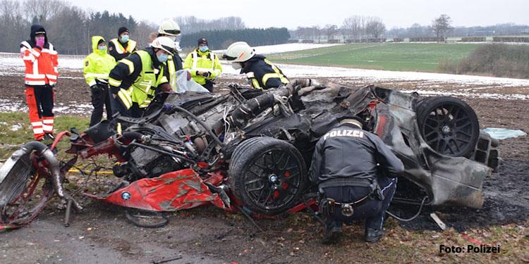 Sürücü yanan araçta can verdi