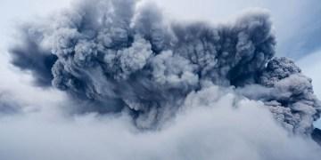 İzlanda'da yüzyıllardır uyuyan Fagradalsfjall Yanardağı faaliyete geçti