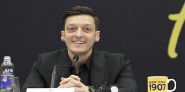 Mesut Özil'den Kızılay'a 100 bin euro bağış