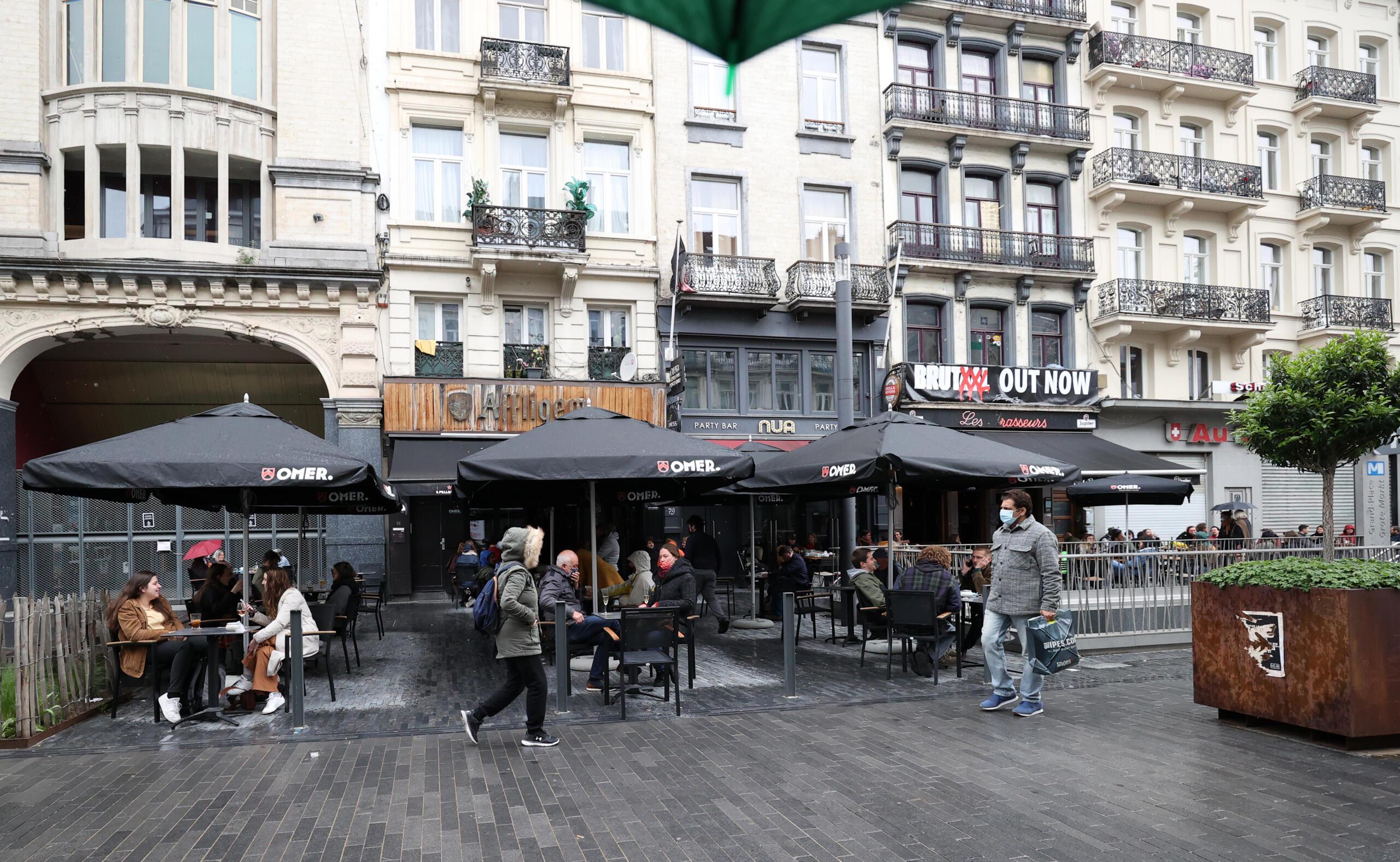 Belçika 16-17 yaşındakileri Kovid-19'a karşı aşılamaya başlayacak