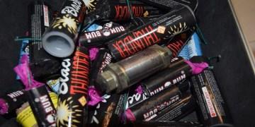 Evde çok sayıda boru bombası bulundu