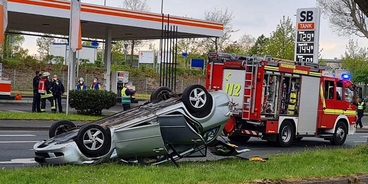 Ters dönen araçtan 4 yaralı çıktı