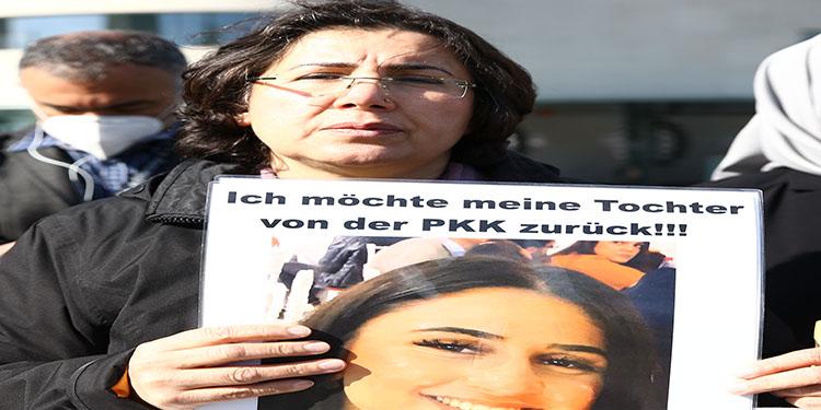 Almanya'da kızı terör örgütü PKK tarafından kaçırılan anne Başbakanlık önündeki eylemini sürdürdü