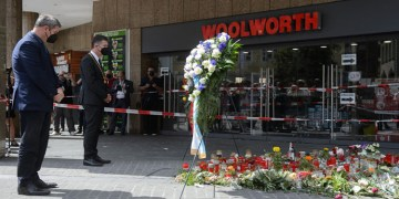 Almanya'nın Würzburg kentinde bıçaklı saldırıda hayatını kaybedenler anıldı