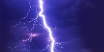 Almanya'da şiddetli yağmur ve fırtına hayatı olumsuz etkiledi