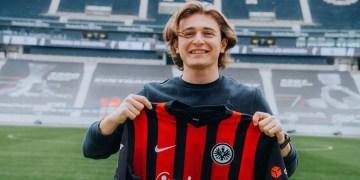 """Eintracht Frankfurt oyuncusu Ali Akman: """"Maçları hırsla ve istekle bekliyorum"""""""