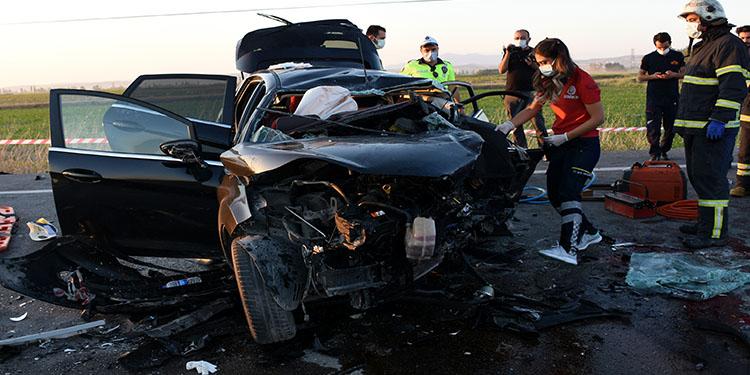 Gurbetçilerin bulunduğu otomobil düğün konvoyundaki otomobillerle çarpıştı: 2 ölü 6 yaralı