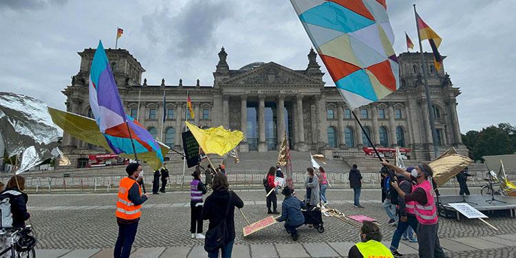 Almanya'da 18 yaş üstü herkesin genel seçimde oy kullanabilmesi için gösteri yapıldı