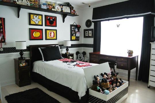 Un dormitorio de Mickey de estilo moderno  Habitaciones