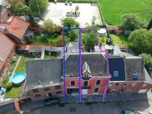 Ensemble immobilier, 2 habitations avec jardin, grange en zone d'habitat avec garage et jardin commun