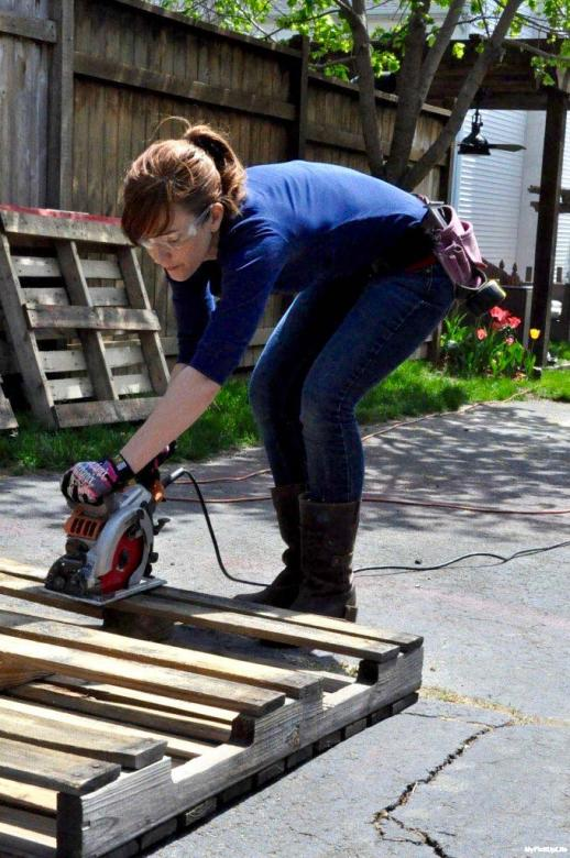 cutting pallets with circular saw.