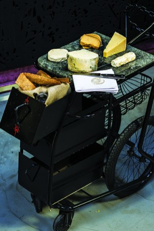 Shortmarket Club - cheese trolly (HR) 1