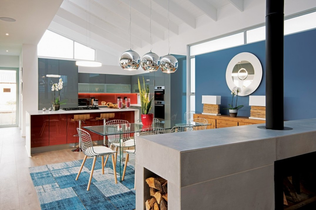 The kitchen is a functioning part of the living area which it adjoins. As such, its decorative signature follows the theme. It also directly accesses the terrace and is therefore ideally positioned for outdoor lifestyle and entertaining.